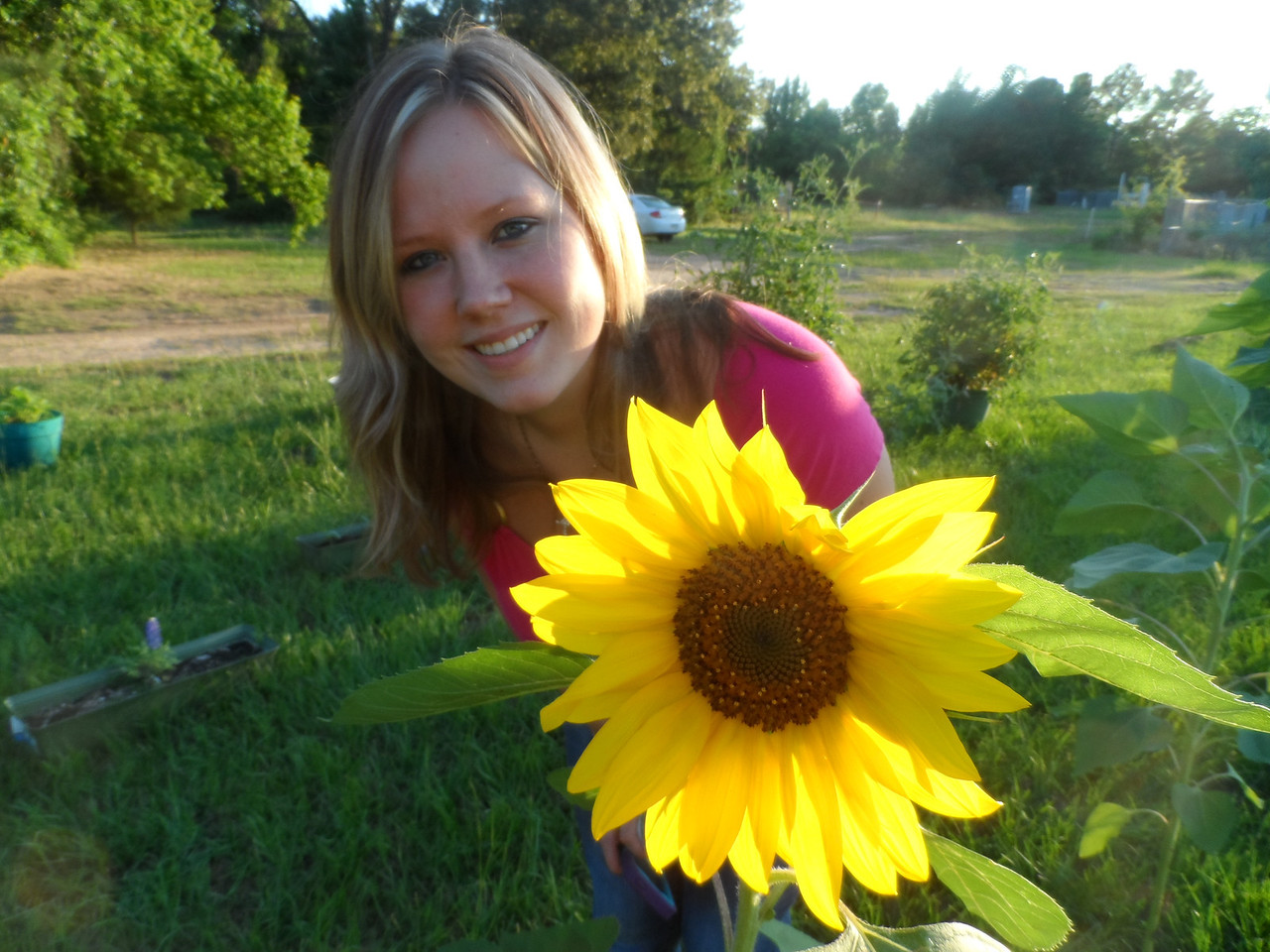 Katie and one of Dad's sunflowers.  Katie is definitely prettier than the sunflower.