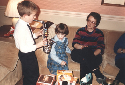 December 27, 1986 - at Peg & Dave Jackson's house in Thornhill, ON - Ian & Emily opening gifts