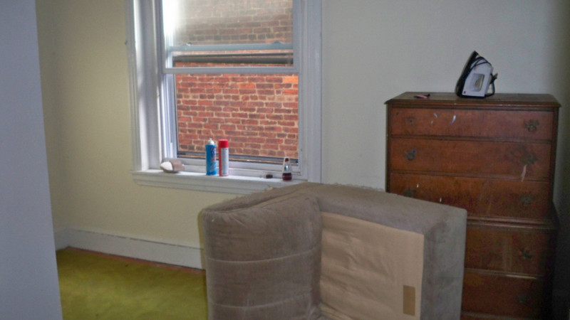Middle room with old furniture left behind