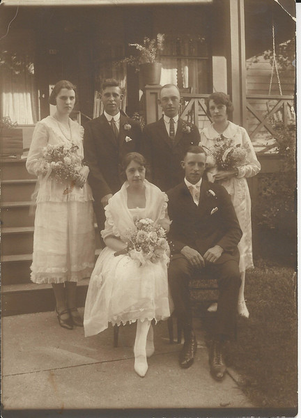 Lloyd Curtis family with his mom (Mae) and dad (Fred) 1874