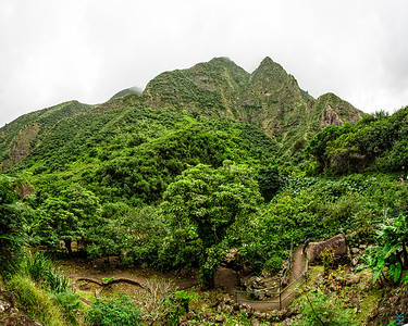 Iao Valley Pano shot (7 pics stitched together)