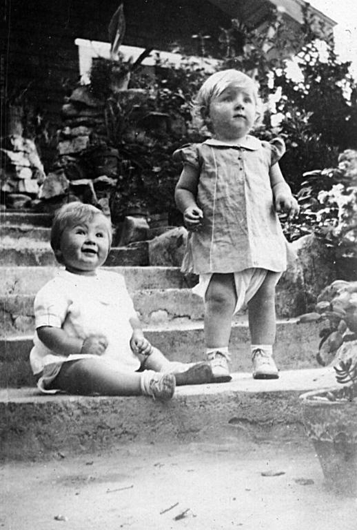 Charlotte Ann and Marha Manson McChesney ~1937