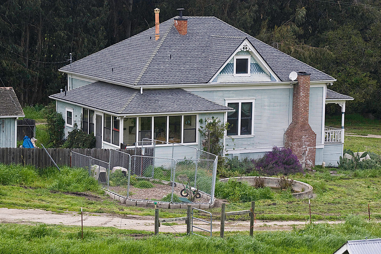 Uncle Ben and Aunt Sadie's home in April 2006.  The house had fallen into disrepair during the late 70s and their grandson who now lives there, has done a lot of restoration of the building.