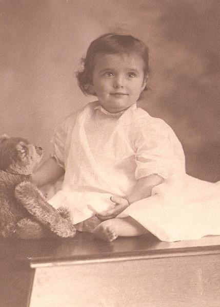 Lydia Joy Draper in Hopedale, abt 1913