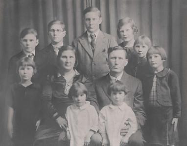 Meyers' Family Portrait 11x14-2