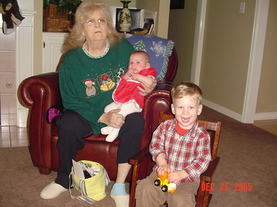 12/25/2005 Chris's mom, Linda Lou Urnis, Emma and Andrew