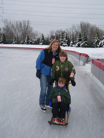 <b>Jan. '06: Family Ice Skating @ Roseville Oval</b>