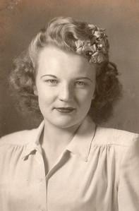 Lorean Daphna Moore Papa's Sister?