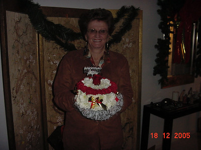 Mom 78th Birthday cake from Winns (1)