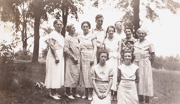 Outing held at Willow Lake Grove 7/7/35.  Mrs Fetterman, Josephine, Geo, Dot, Uncle Geo, Mabel, Aunt Marse, Betty Jenks, Betty Fox