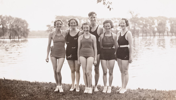 Outing held at Willow Lake Grove 7/17/35.  Kay, Josephine, Betty, Geo, Betty Jenks and Dorothy.