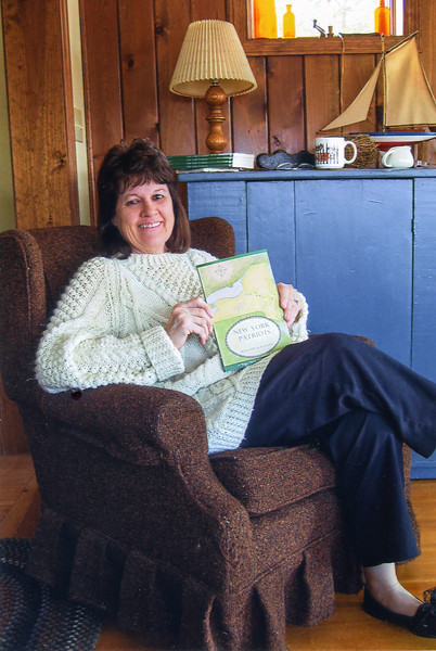 """Dorothy Blackman Feb 2008 with her book """"New York Patriots"""""""