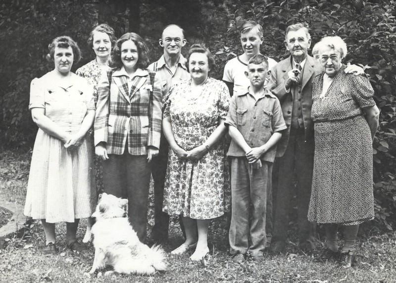 August 23, 1942 - Lonnie Miece, Grandma Potwin, Patricia, Judd, Frankie, Dick, Dave, Grandpa, Grandma