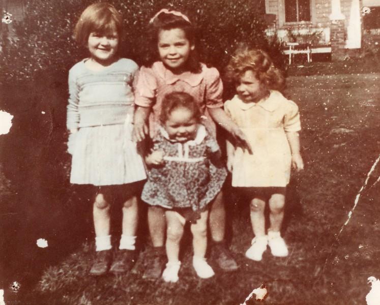 1944 - L-R Tootsie, Wilma Jane, Barbara, Center: Billie, 1 1/2 years old.