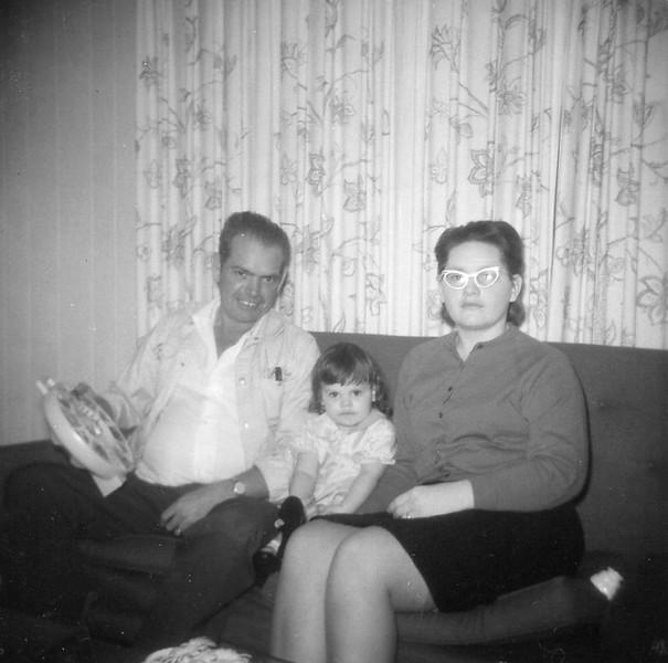 Papaw Jessee, Lynne, Billie - December 1967, Vance Street Trailer