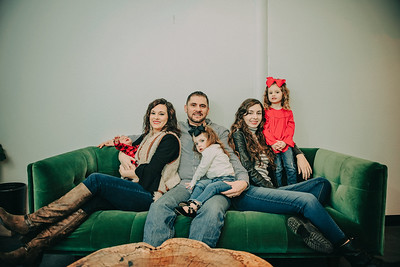 Montemayor Family Portrait 2018 003 - DT