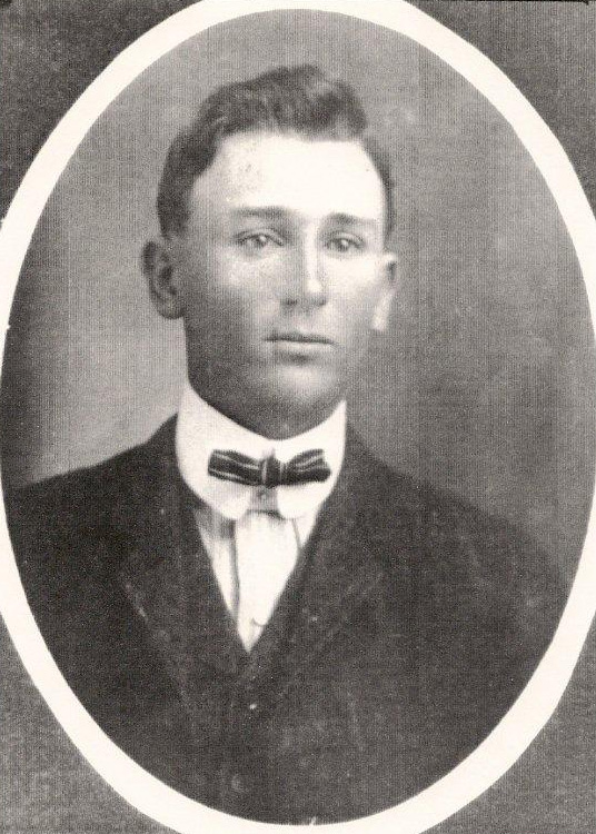 ELBERT WAYNE SMITH (1880-1892) The sixth child of Joseph S B and Mary Angelina (Ray) Smith. He married Jessie Pearl Williams.