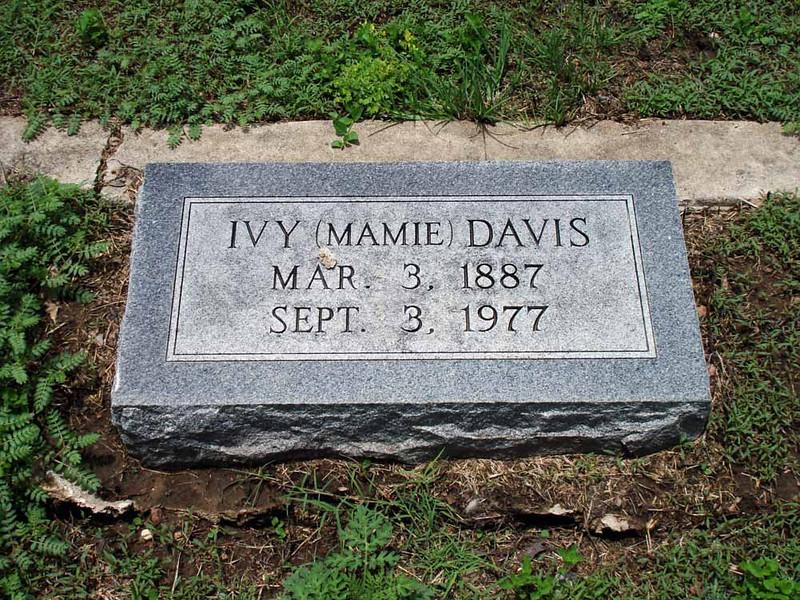 """DAVIS, IVY """"MAMIE""""<br /> San Saba City Cemetery, San Saba, Texas"""