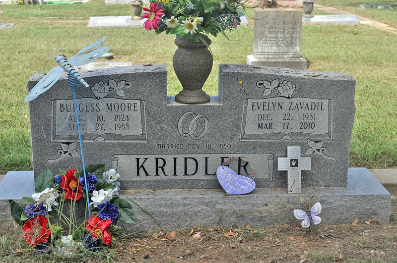 KRIDLER, BURGESS MOORE and EVELYN FRANCES (ZAVADIL)<br /> Denton Creek Cemetery, Gonzales, Texas