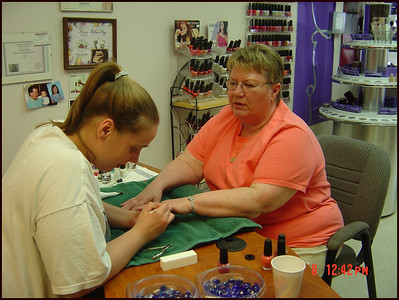 Donna's_Mother's_Day_Manicure