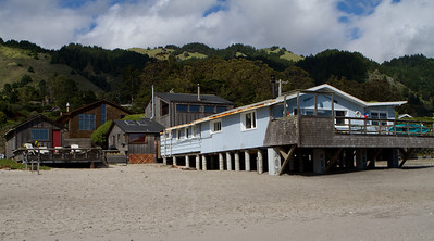 There were a variety of beach houses, all looking like residences rather than vacation rentals.