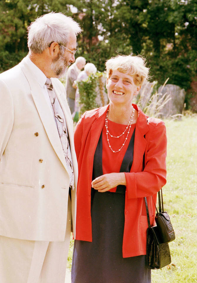 "Great picture of my parents at the wedding of our friend Jason Boxer in England, April 1995. Thanks to <a href=""http://lightzone.smugmug.com/"">Petra</a> for scanning it for me."
