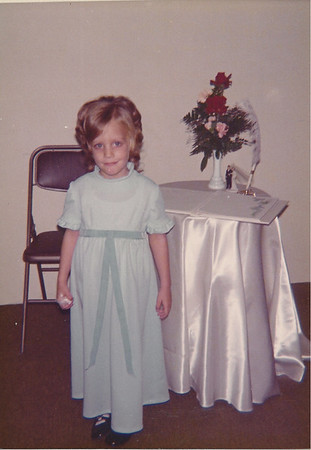 Caroline - gave out rice bags at Buddie Tarvins wedding - 1974?