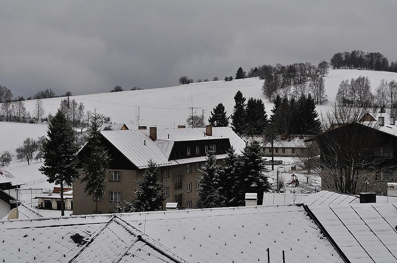 sobota ráno, přes noc napadl sníh i v Kašperkách