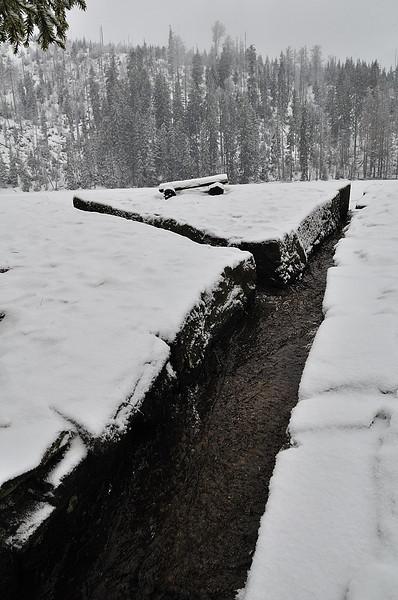 hráz Prášilského jezera, která byla člověkem zvednuta o několik metrů