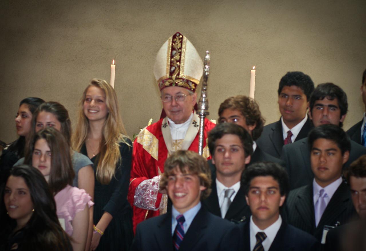 Posando para la foto para el cardenal Juan Luis Cipriani