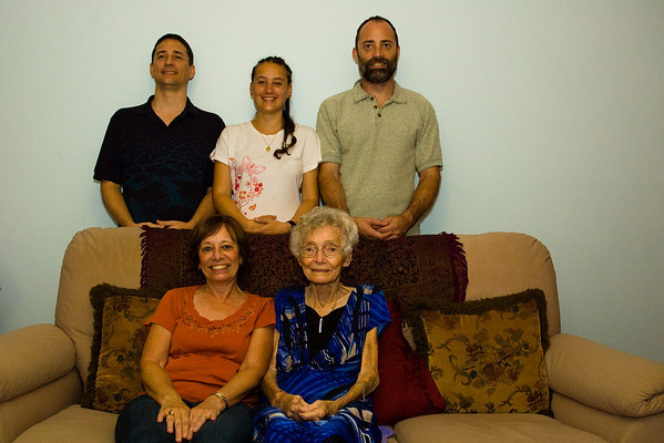 Family-at-Mums-0009