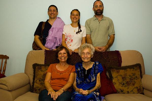 Family-at-Mums-0008