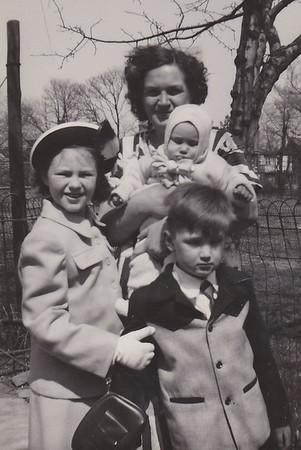 1950 04 Joan Mom Shirley Bob