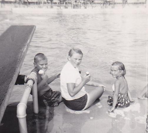 1953_07 Bob Joan Shirley Flanders