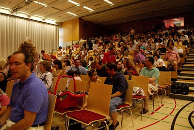 The salle communale Adrien-Lachenal in Versoix is more than sold out.