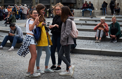 Girls on the Dam square.