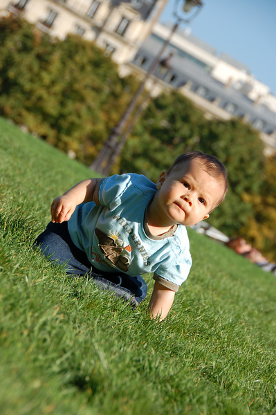 Still doesn't like grass...even at Invalides.