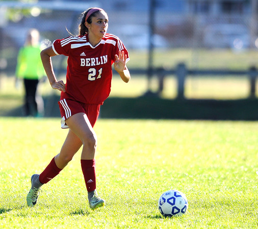 10/11/2016 Mike Orazzi   Staff Berlin's Emma Norton (21) during Tuesday's soccer match in Bristol.