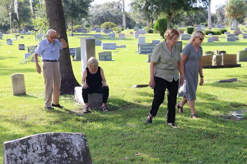 2019-9-22 Aunt Omah Allen Becker finding sons_3567