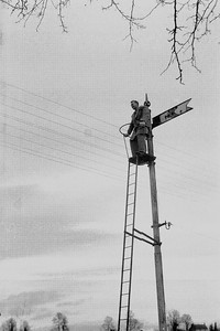 I think this was the old Railway Signal by the Wishing Bridges. I think it was my Mums brother Uncle Derrick up the pole!.