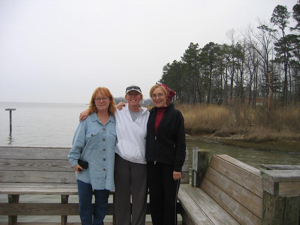 VA 05 Sharon Lisa Carolyn near her pier