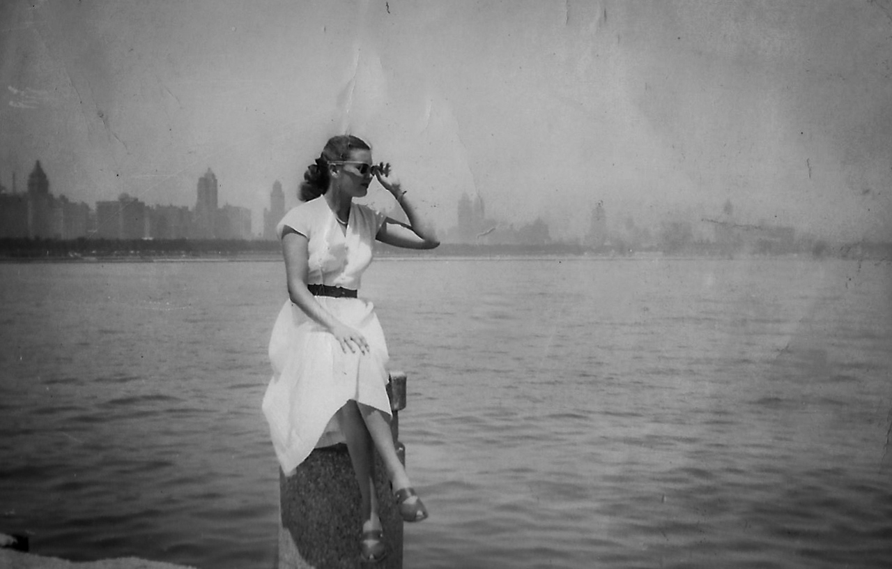 Lady with city-