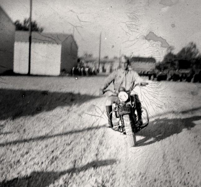 bike rider1940-2p