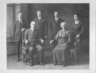 # 29 1919 picture of the Mittelmeier family, standing in the rear left to right  Leo, Wenzel, Frank and Josephine.