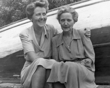 SIsters - Winifred Childerhose and Dee Tipping