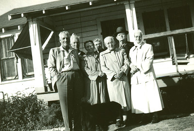 Ballentine family with Sallie Bell, center back, and grandaddy George Calvin Warren with the hat on.