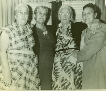 Maggie ?, Sallie Bell Warren, Ida ? , and Clyde Mae