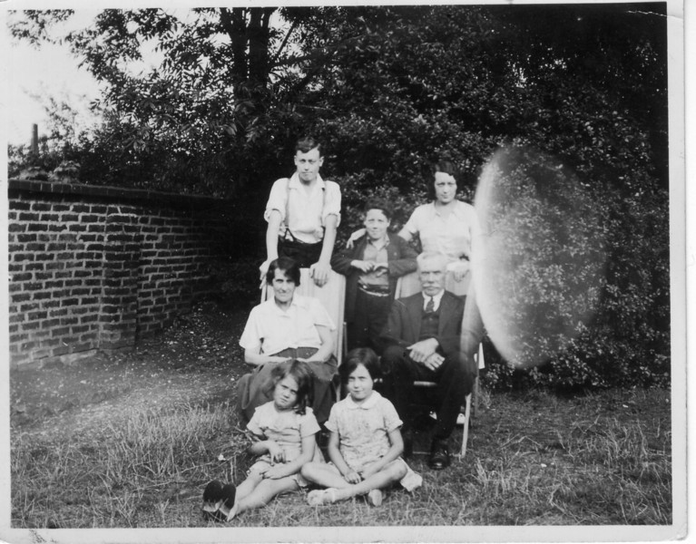 Uncle Tom/Dennis/Alice, Grandma/Grandad, Rose & Teresa - Croydon 1937