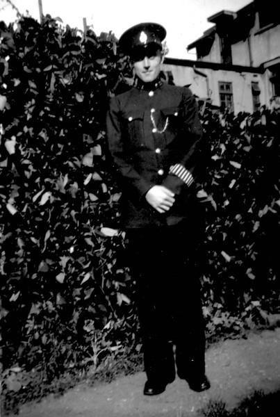 Uncle Tom Kavanagh as Policeman