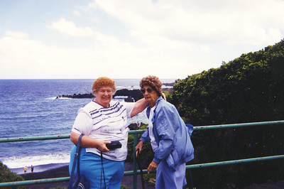 Old Nicol Photos 4018 - June & Mary